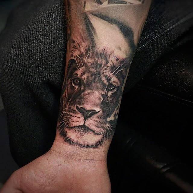 Tatouage Lionne