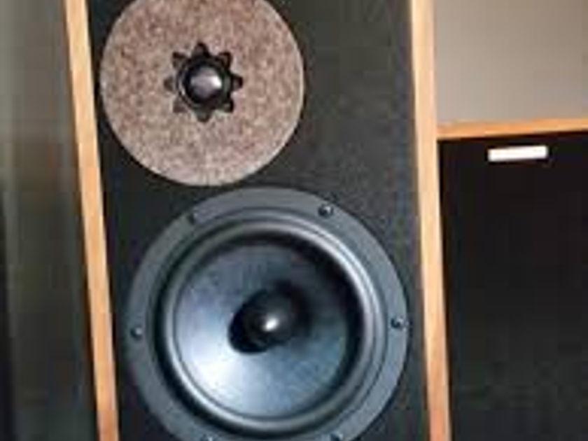 Ryan Acoustics R610 Speakers Cherry Finish
