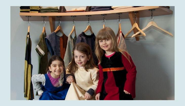 kindermuseum adlerturm mädchen in kostümen