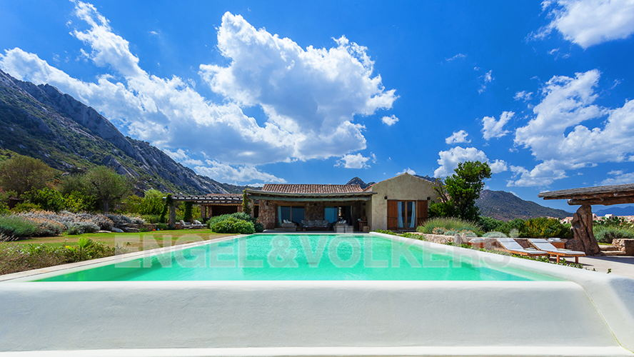 Порто Черво - Сардиния - Villa for sale among the hills of Porto Rotondo with views over the seascape.jpg