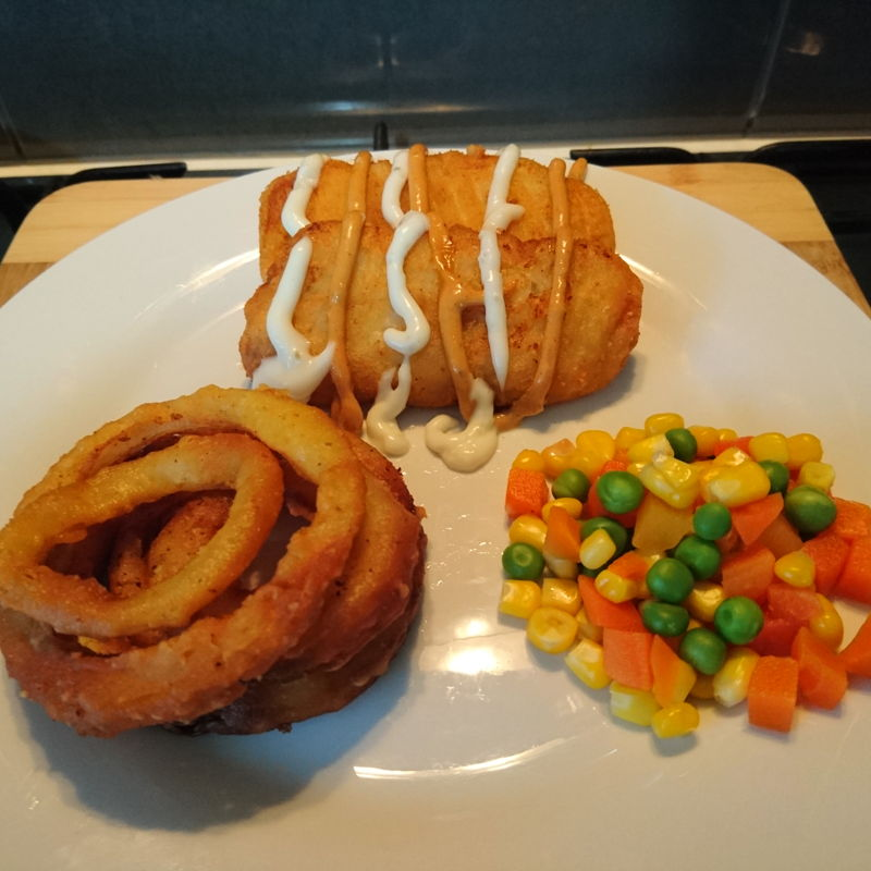 Date: 4 Feb 2020 (Tue) 2nd Meal Set: Battered Fish Fillets with Tempura Onion Rings [203] [138.5%] [Score: 10.0] Cuisine: Western Dish Type: Lunch Battered Fish Fillets served with: 1.Tempura Onion Rings 2.Australian carrots, peas, and corns 3.Seafood sauce 4.Tartare sauce People of Harrisdale Kitchen have to eat! This time, I actually made an inventory of what're in the freezer. There were 26 food items in there. They were left by the Guardian. Have to systematically finish them off.  Found a combination for today's lunch. Happy to note that the battered fish fillets are now all gone! One down, 25 food items left :).