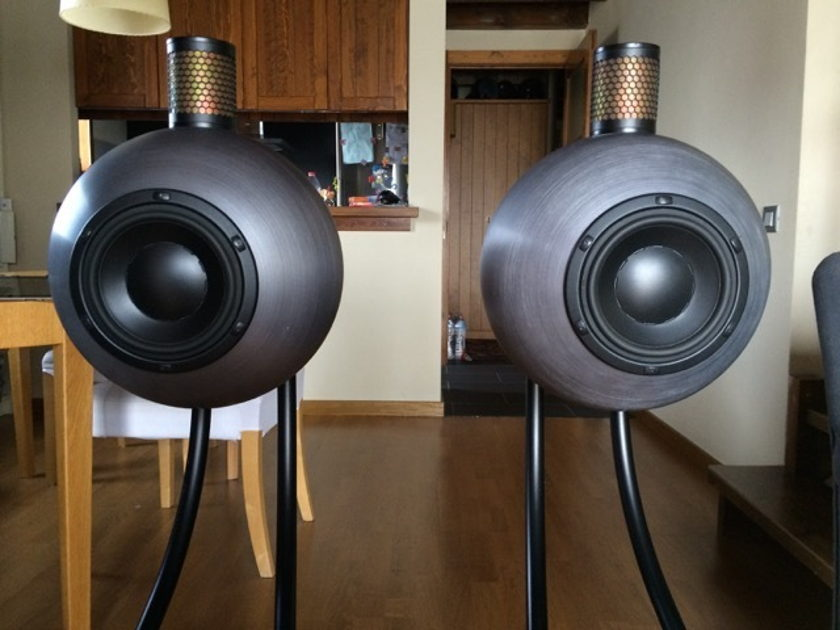 Gallo Acoustics Solo Reference  crossover-less full range speaker