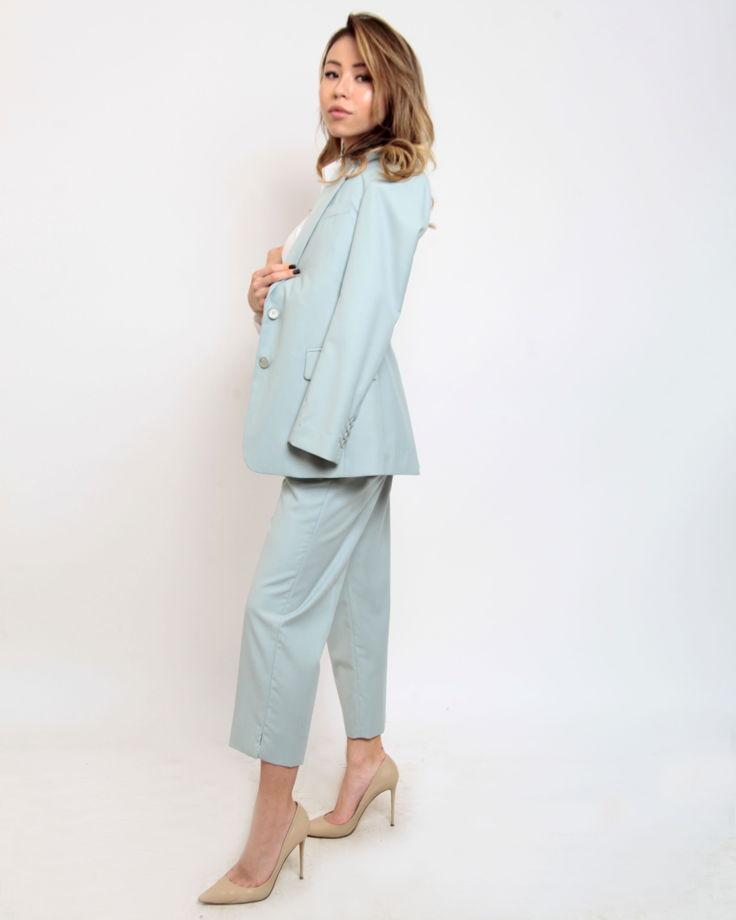 Женский костюм цвета тифани из шелка и хлопка.