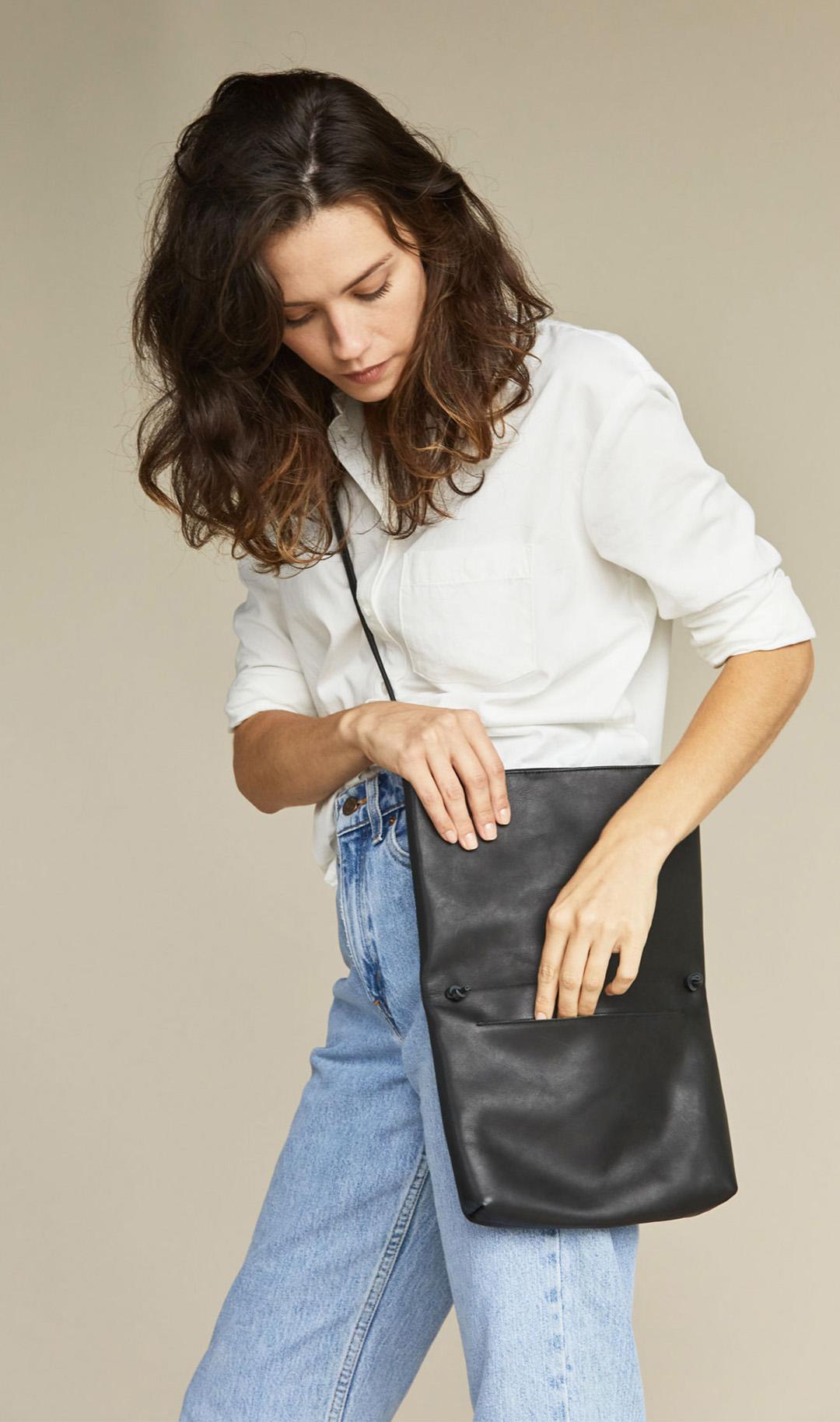 Nisolo Maya Folded Clutch Purse in black