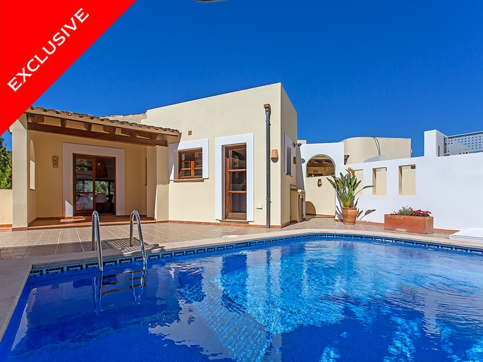 Bright villa in best location of Bendinat