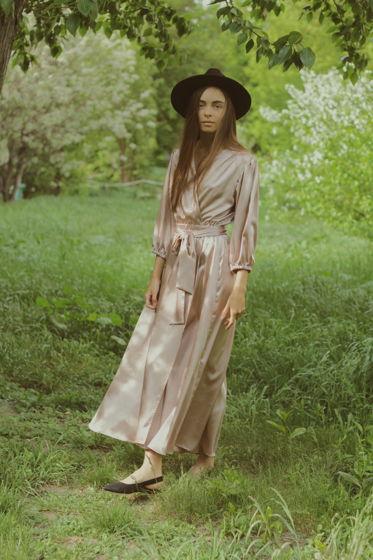 Платье атласное на запахе