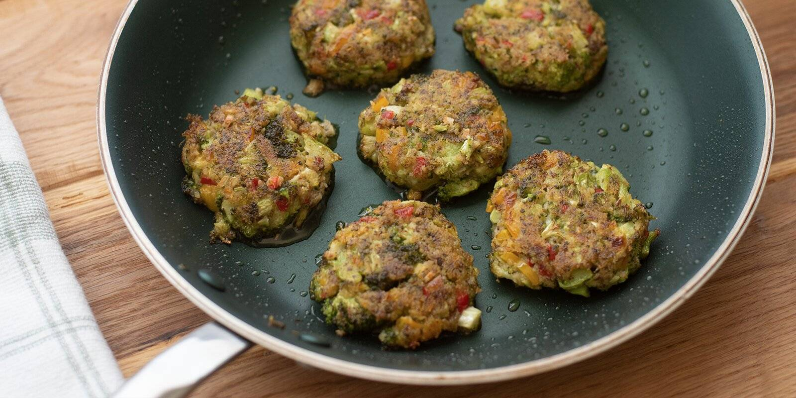 Six cooked veggie nuggets inside pan.