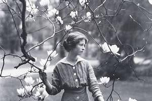 Famous Bis: Edna St. Vincent Millay