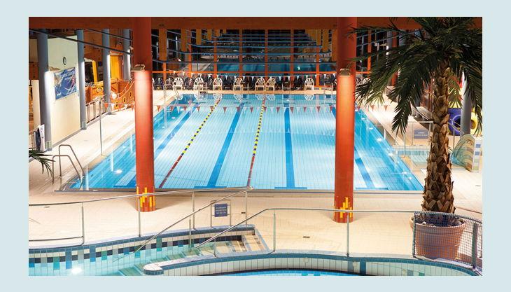 bg wonnemar sonthofen erlebnisbad innen schwimmerbecken und pfeiler