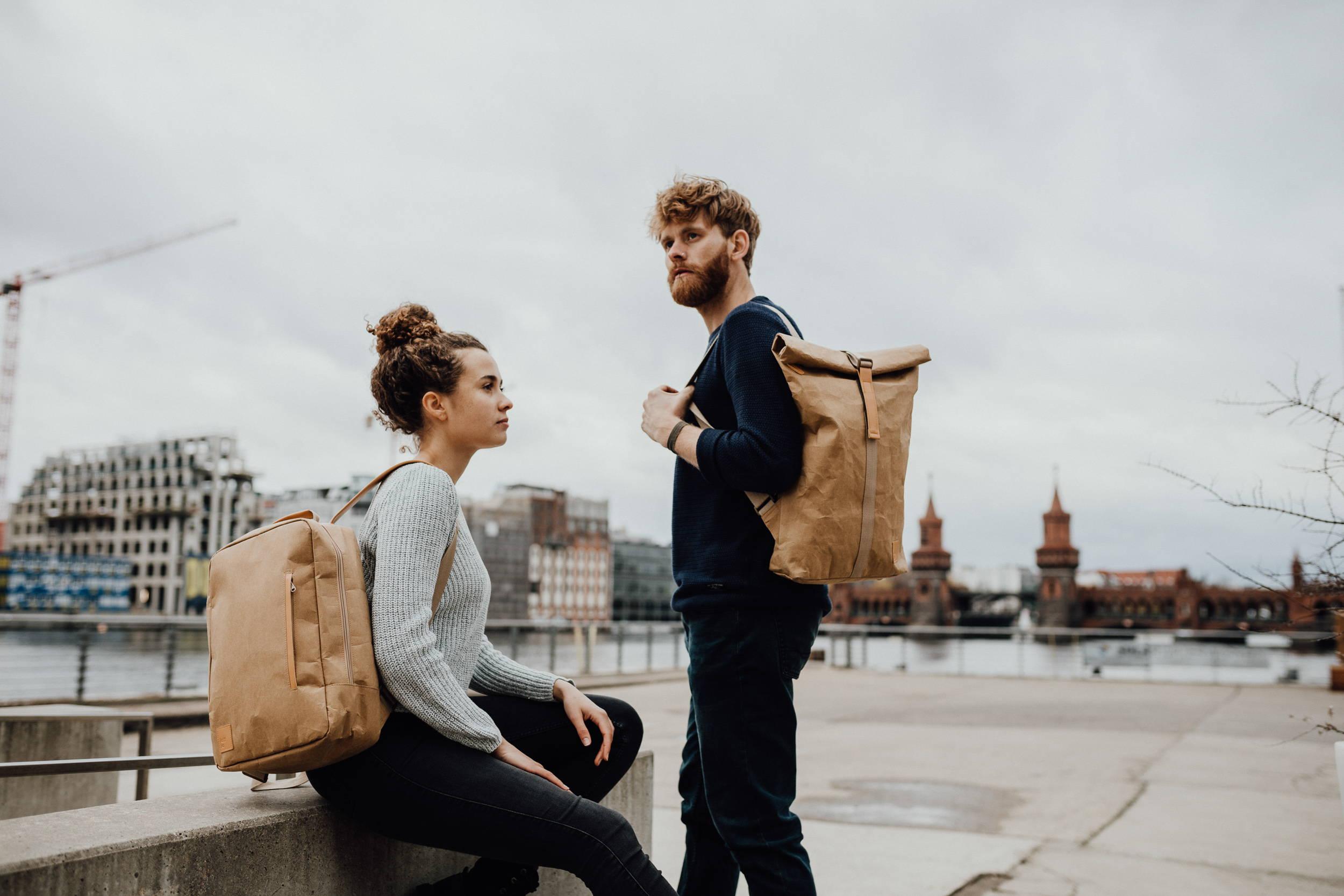 nachhaltiger-rucksack-aus-papier-mit-rolltop-von-kaffkabags