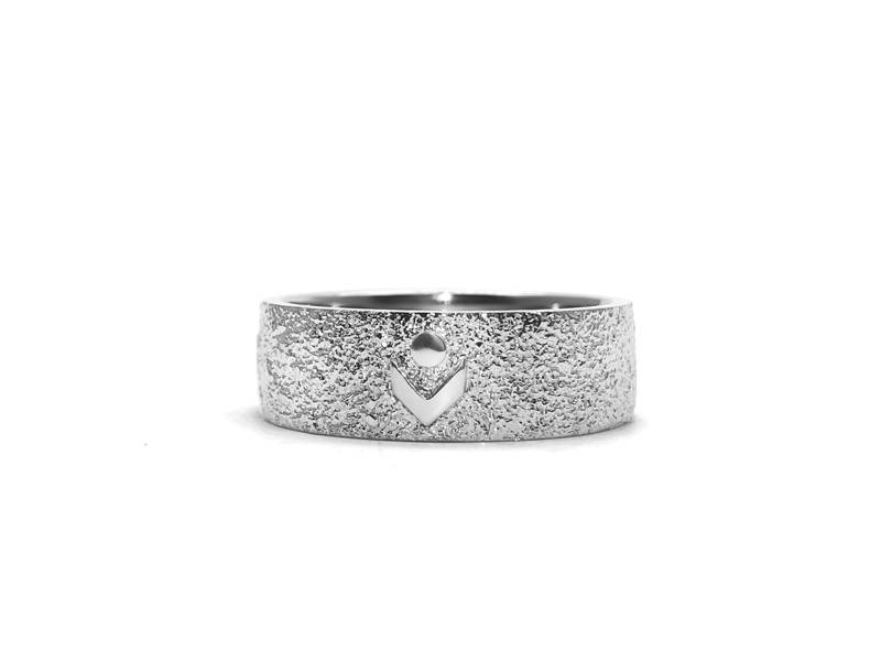 Petits Chanteurs du Mont-Royal textured graduation ring with polished logo.
