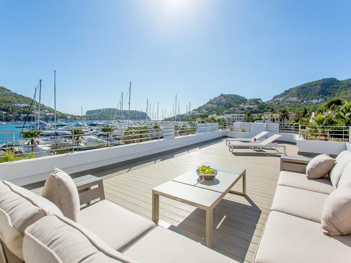 Modernes Penthouse mit superb Hafenblick in Port Andratx
