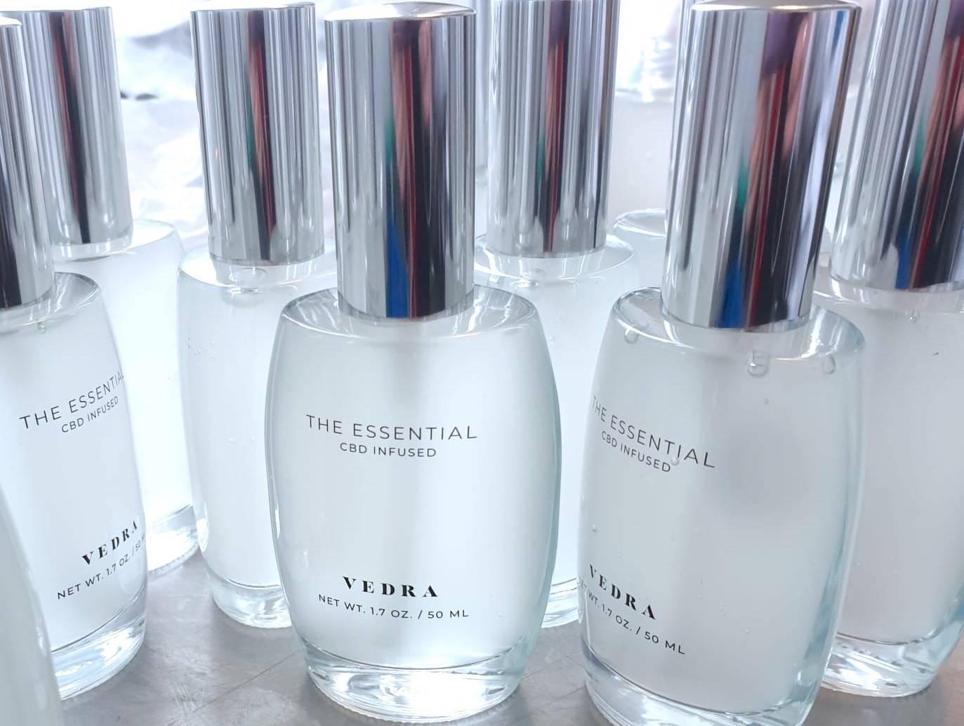 """Das Intimgel """"The Essential"""" von VEDRA hat seine eigene Reise hinter sich, ehe du es mit auf deine Sexual Journey nehmen kannst."""