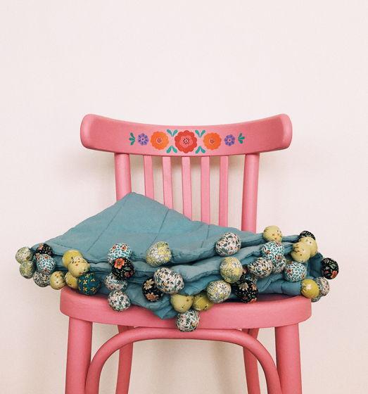 Детское одеяло с помпонами