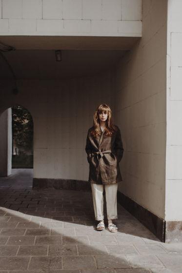 Летнее пальто  хаки из льна крупного переплетения  - 48