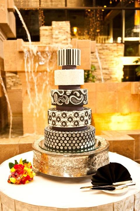 Black and white wedding cake with gold details.