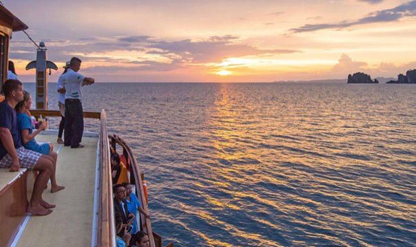 Вечерний круиз с ужином на корабле, плывущему по Андаманскому морю