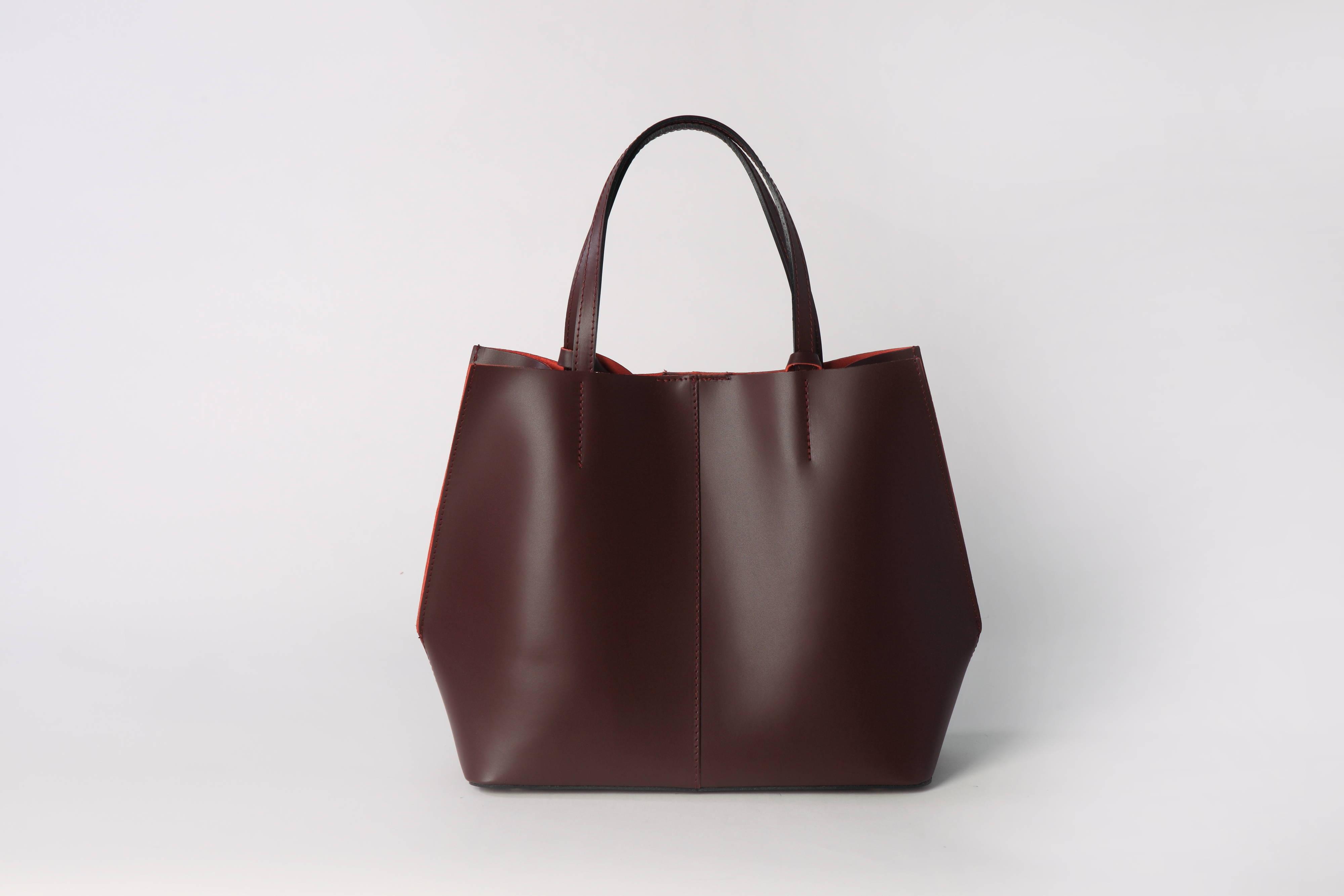 5c6e61b38787 Элегантная женская кожаная сумка винного оттенка - доставка 7/10 дней из  Италии