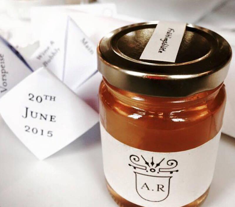 Individuelles Honigglas als Gastgeschenk für Hochzeiten oder Geburtstage