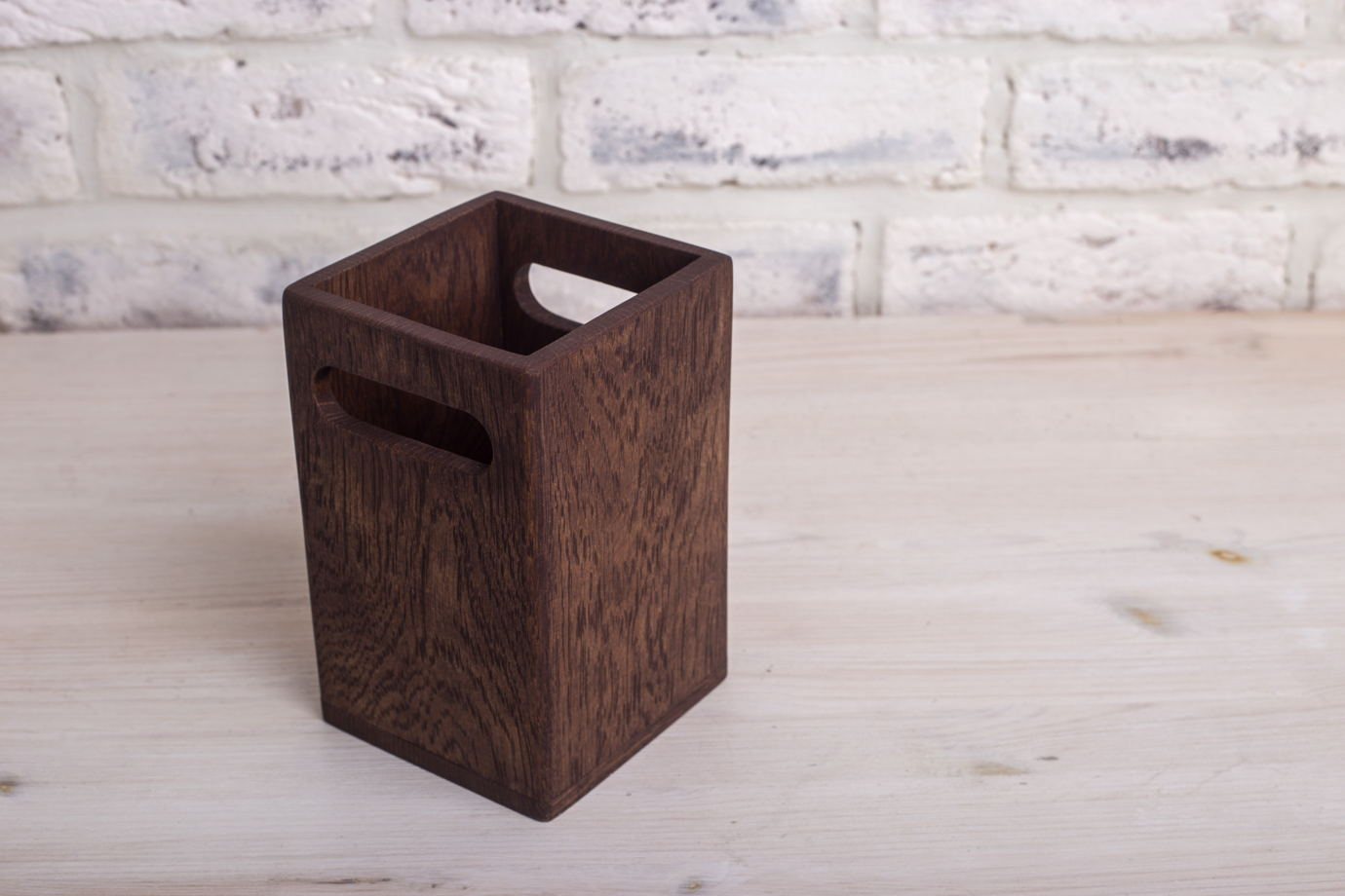 Подставка из дуба для столовых приборов