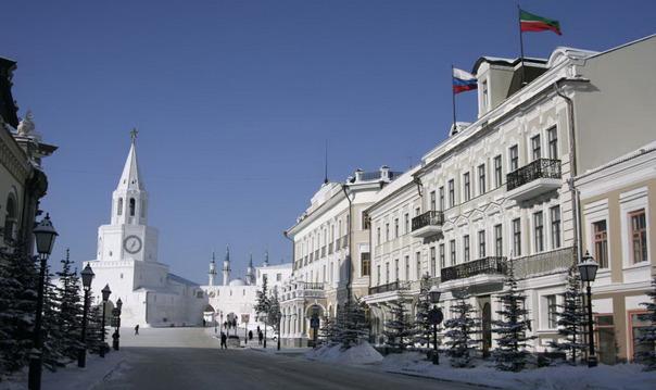 Улица Кремлевская с заходом в Петропавловский собор