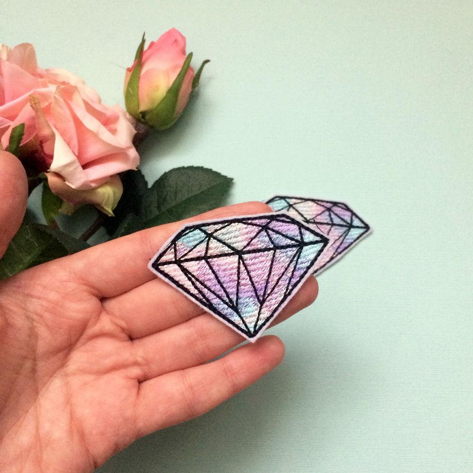 """Вышитая нашивка """"алмаз"""""""