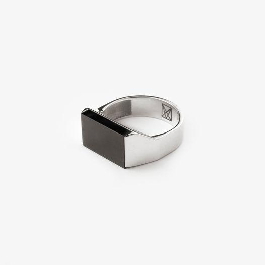 Кольцо-печатка с черным агатом (оникс)