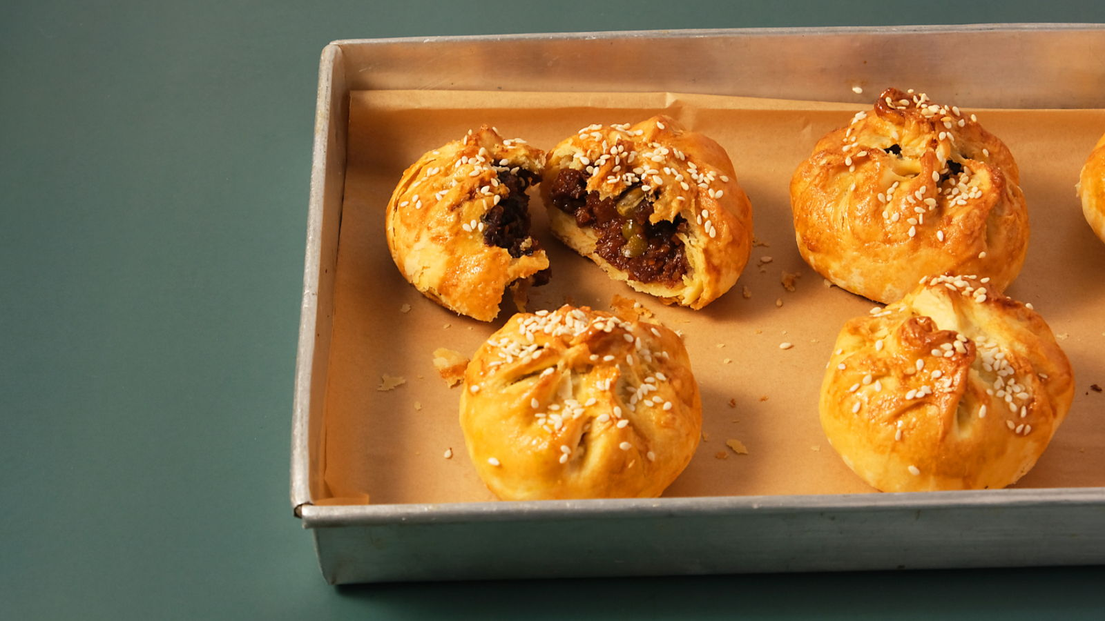 Siu Bao/ Seremban Siew Pau (Crispy and Flaky BBQ Pork Buns)