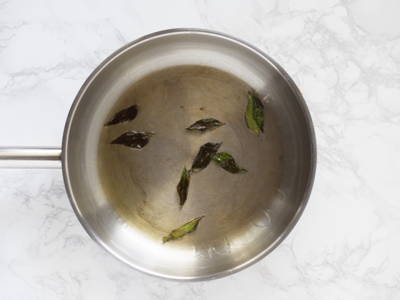 When using curry leaves in dishes, temper them in oil to release the flavour and aroma. Though not common, curry leaves can also be consumed raw, steeped in tea and used for medicinal purposes.