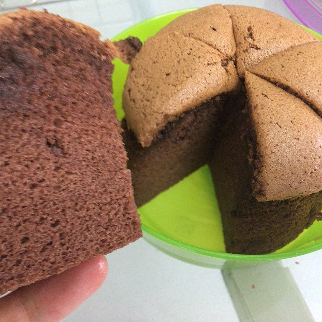 Chocolate cotton sponge cake.