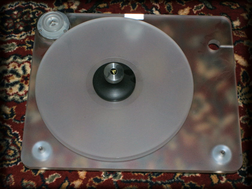 Clearaudio  Emotion Turntable with Ceramic Magnetic Bearing