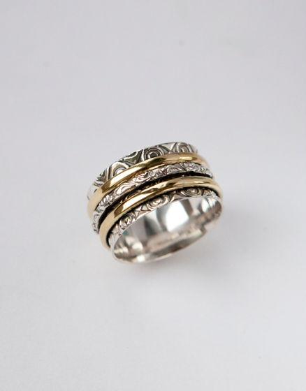 Широкое серебряное кольцо для женщин с обручами