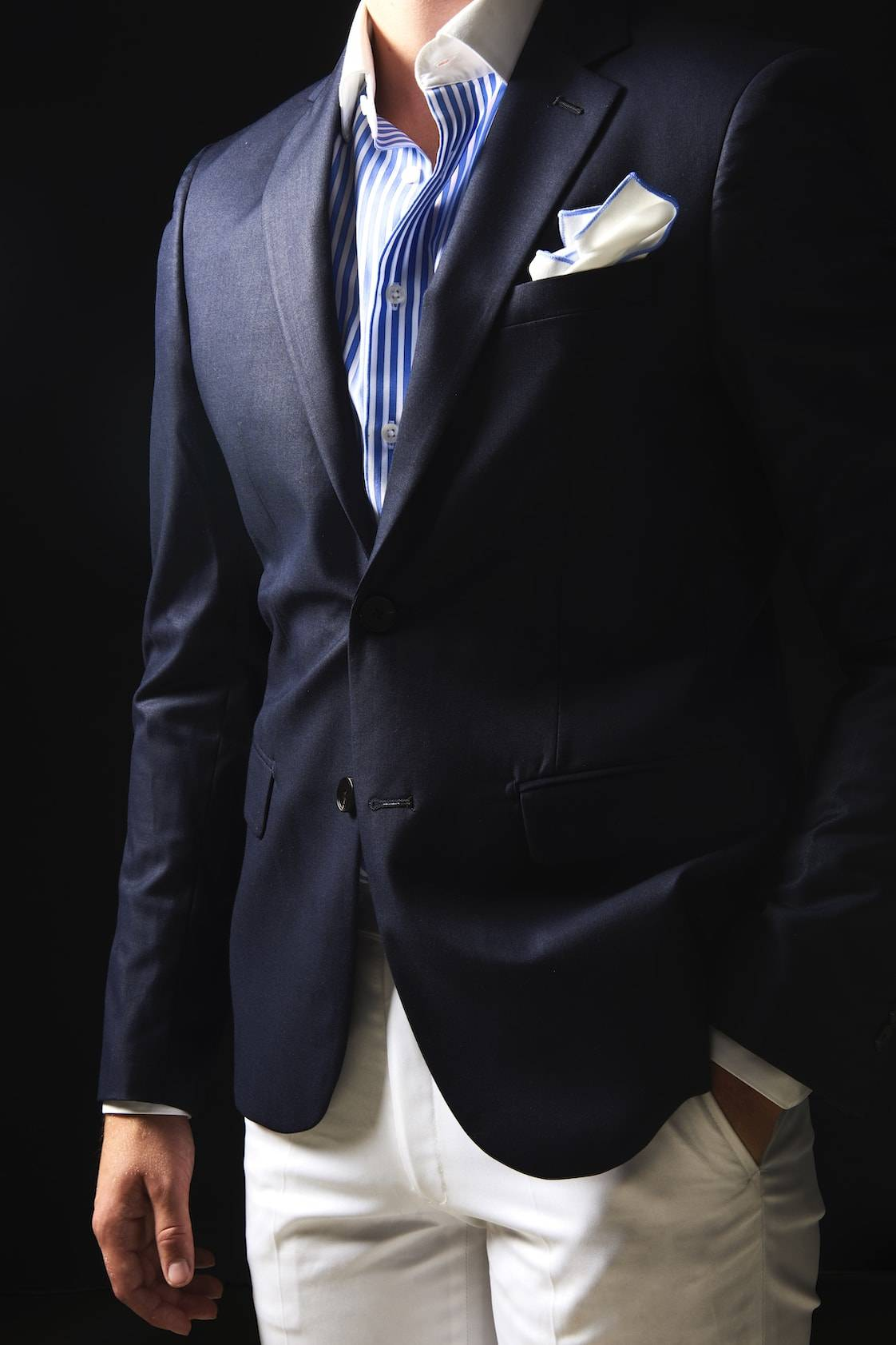 TailorMate   skræddersyet blazer og bukser med stripet skjorte.