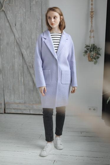 Пальто-кокон лавандового цвета