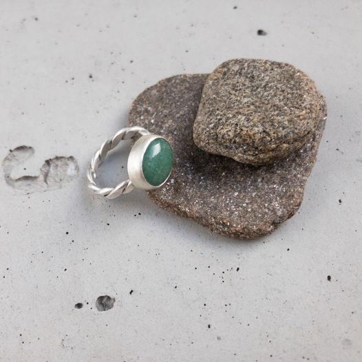 Серебряное кольцо с жадеитом, размер 15,7-16