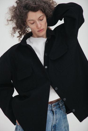 Куртка-рубашка из шерстяного сукна *черная* oversize, необработанные края