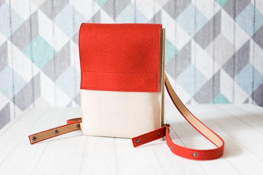 Кирпично-бежевый рюкзак-трансформер из фетра и моющегося текстильного крафта