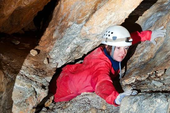 Beginner Horizontal Caving Course in Peak District