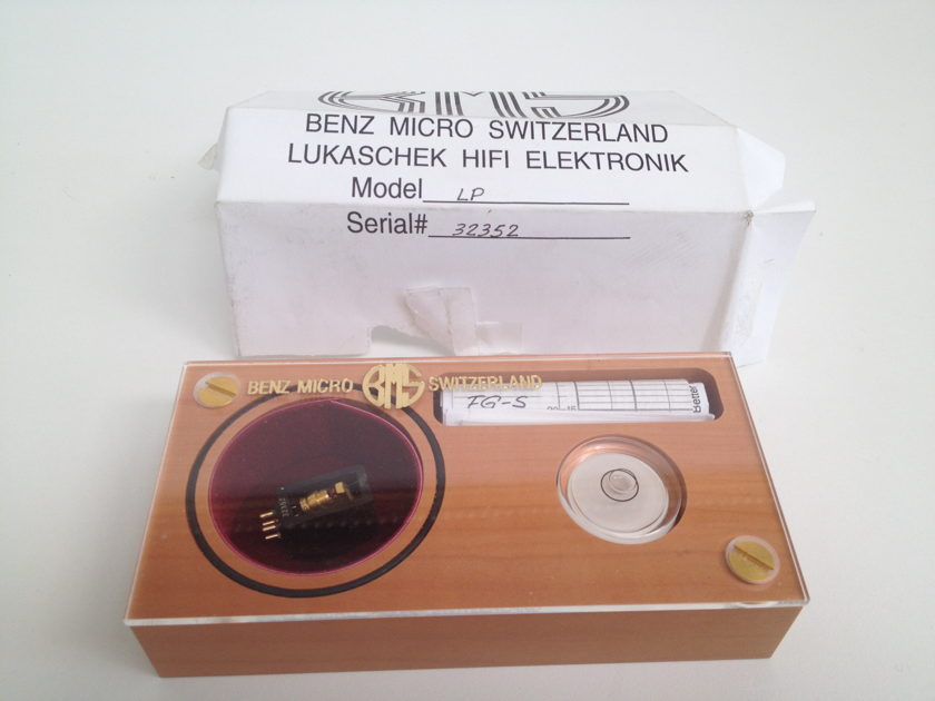 Benz Micro  LP - less that 80 hours used -