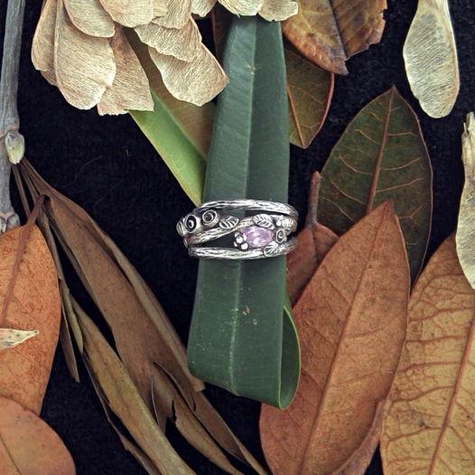 Серебряное кольцо с розами и фианитом, цветы, розовый камень и серебро