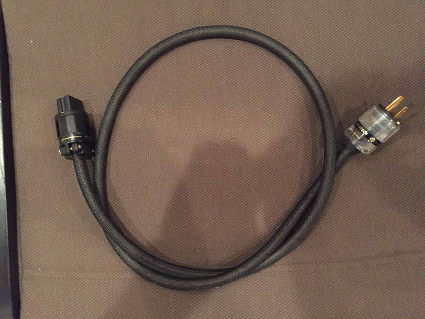 Isotek Aquarius EVO3  Conditioner w/ Upgrade Power Cable
