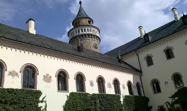 Замок Сихров, город граната Турнов заповедник Груба Скала и пивоварня Свияны