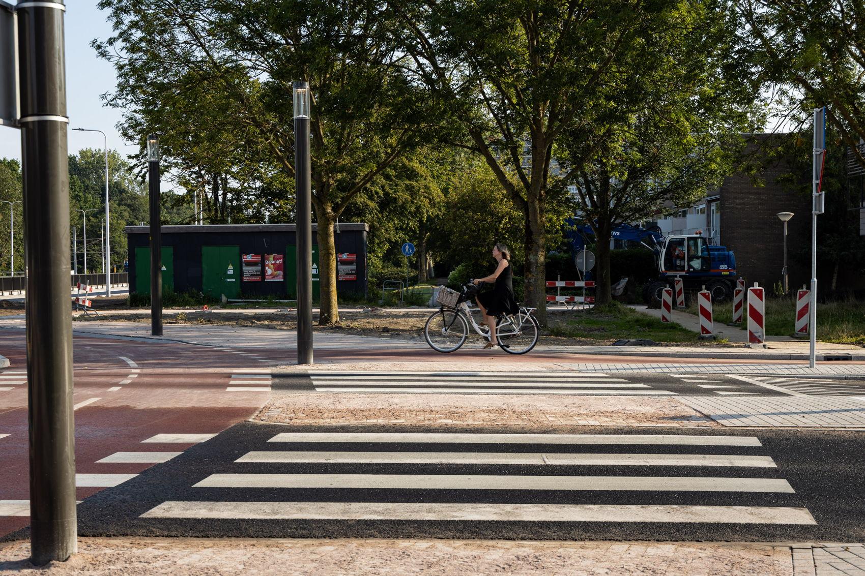 Net als bij Kronenburg en Zonnestein hebben ook hier de fietsers en voetgangers voorrang op het autoverkeer.