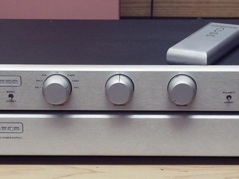 """Bryston BP26 Line Stage Preamplifier with MPS-2 Power Supply, Silver, 17"""""""