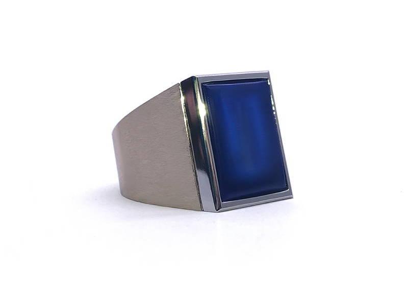Chevalière avec lapis lazuli