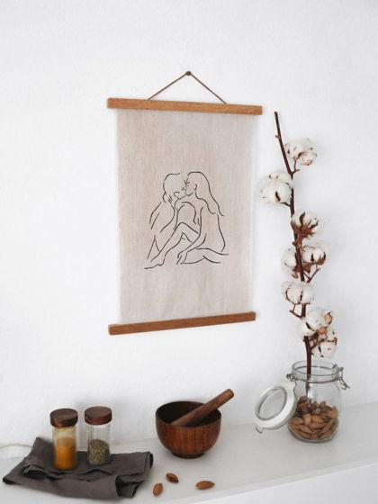"""Постер на стену минимализм - """"Поцелуй"""", силуэт влюблённой пары (лён, деревянная рамка)"""