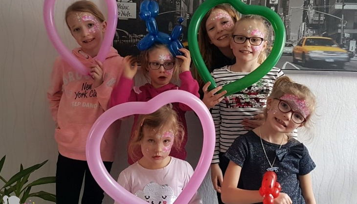 feier bunter kreativ events glitzer tattoo kindergeburtstag kinderschminken luftballon figuren basteln aachen düren eschweiler mit logo