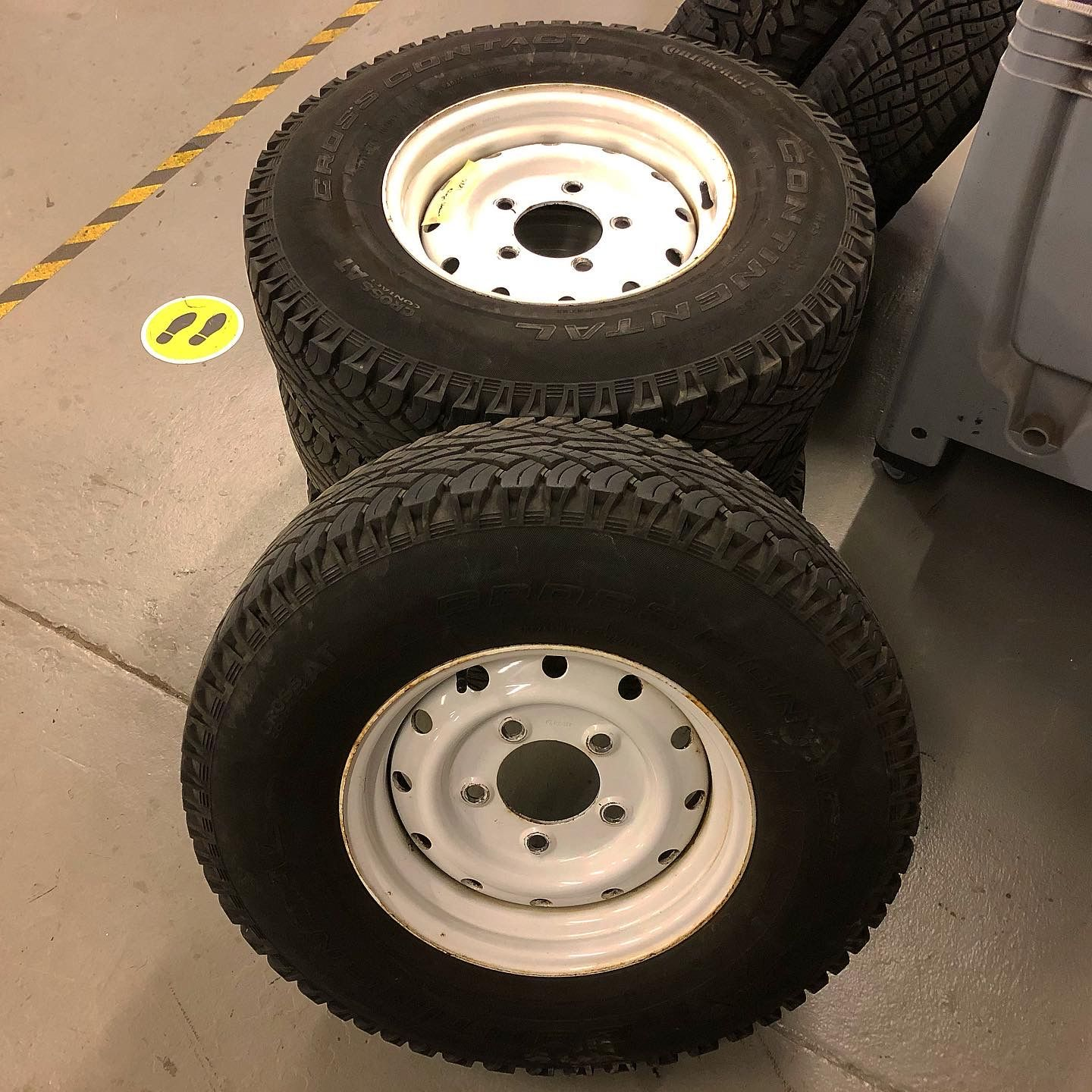 LAND ROVER DEFENDER HEAVY DUTY STEEL WHEELS AND TYRES's featured image