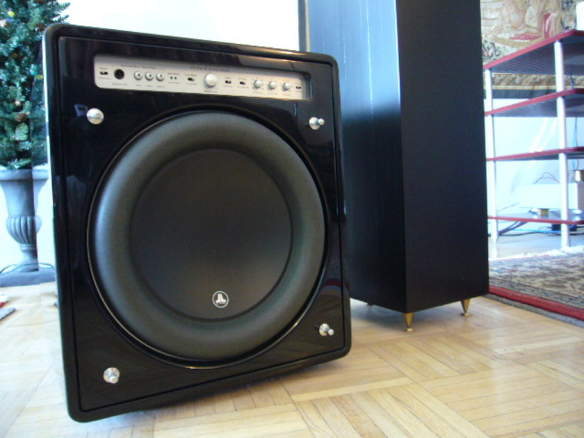 JL Audio Fathom f112  Gloss black with Silver cable Must Sell NOW!