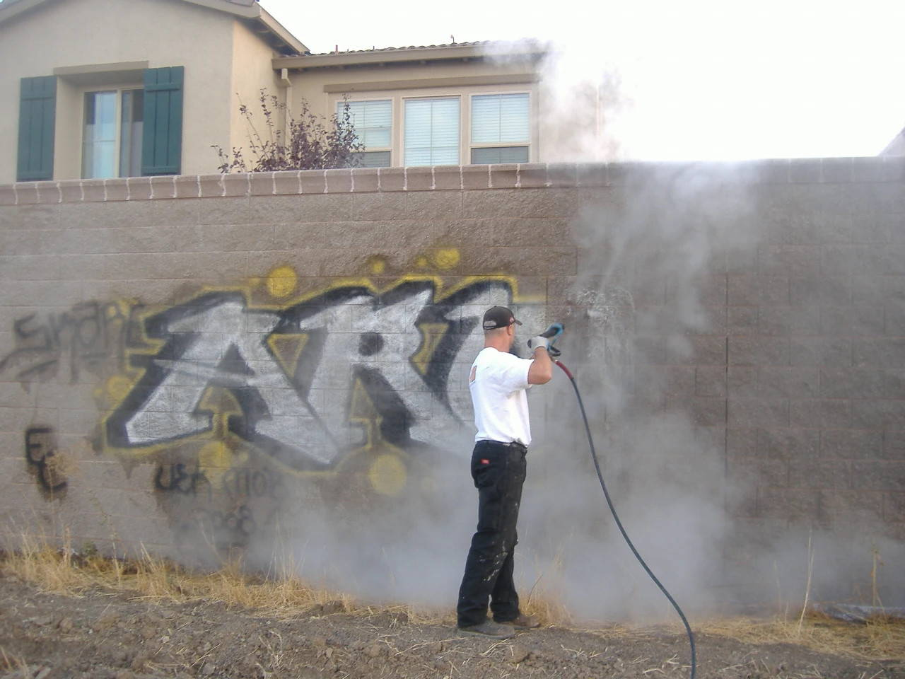 graffiti removal hot or cold water pressure washer